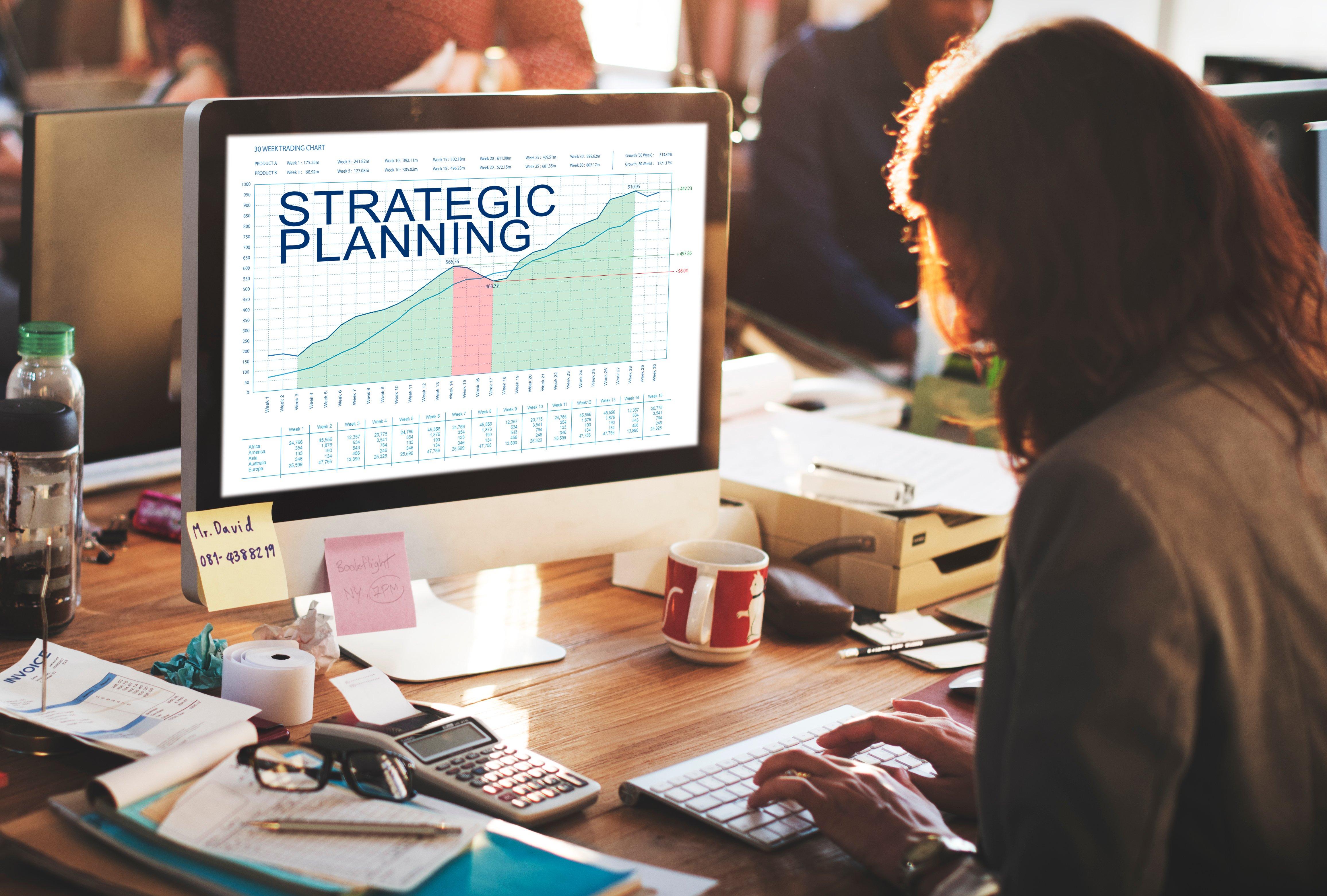 strategic-plan-graphs-business-marketing-goals-con-P8KLT5K